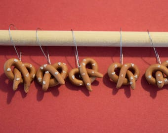 Knitting stitch markers: Pretzels