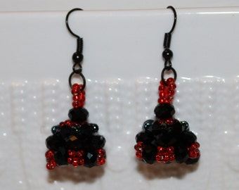 Black & red beaded handmade earrings; beadweaving, black, red