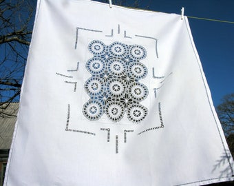 50s / French / Hand Embroidered Tablecloth / Mid Century / Hand Crochet  / White Tablecloth / Crochet Linen Tablecloth / Oblong Tablecloth