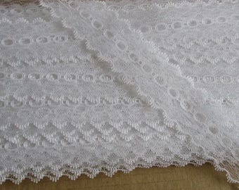 Eyelet Lace Knitting Lace white opal with a coloured edge