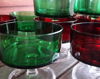 Vintage Luminarc rider Sherbet, Dessert, Fruit Cups, Ice Cream, Champagne, Footed Cups (8) / cuts to dessert Luminarc, red green