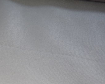 Embroidery felt of about 1, 1 mm thick, 0, 5 m x 180 cm wide in different colors. Ideal base for applications, washable
