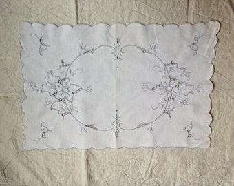 Vintage Embroidered Place Mat - Embroidered Tray Cloth - Vintage Dressing Table Mat - Vintage Textiles