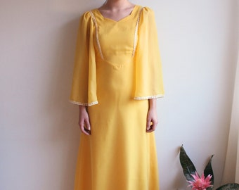 70's yellow dress with flare sleeves and lace details
