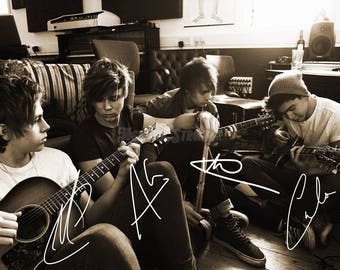 5 Seconds of Summer pre signed photo print poster - 12x8 inches (30cm x 20cm) - Superb quality - N.0 2