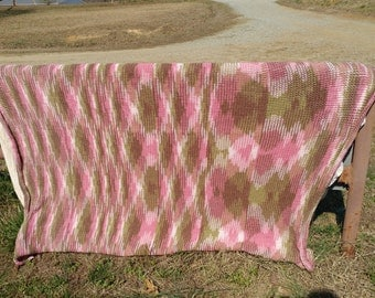 Pink Camo full sized loomed blanket