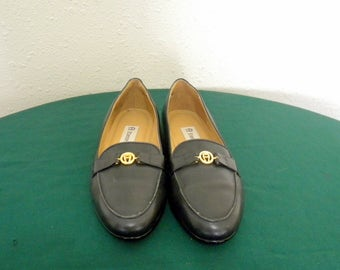 Etienne Aigner shoes- Sz 6 shoes-Vintage shoes- charcoal gray shoes- leather flats- 1980s- women slip on shoes.