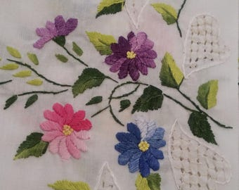 Beautiful Hand Embroidered Tablecloth + 8 napkins - 180cm diameter