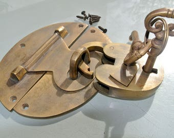 """large heavy HASP & STAPLE Padlock and keys included works 5"""" oval catch latch solid brass"""