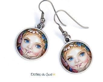 Bijoux d'oreilles visage enfant yeux bleus métal argenté,crochets acier chirurgical, ref.134