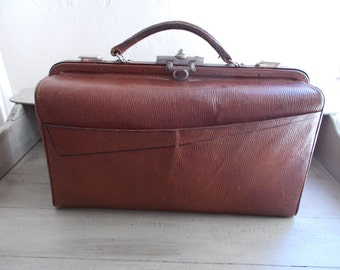 Vintage French Brown Leather Gladstone Bag Doctor's Bag With Key Sturdy Fabric interior Good Condition