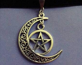 Pentagram moon choker
