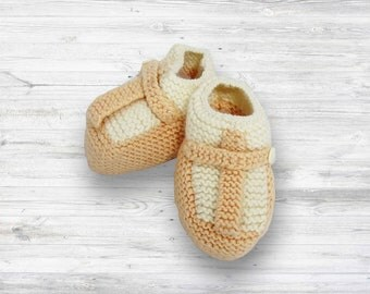 Mary Jane Hand Knit Shoes! Baby girl shoes - perfect baby booties - hand knit Baby gifts - baby keepsake - new baby gift - baby shower gift