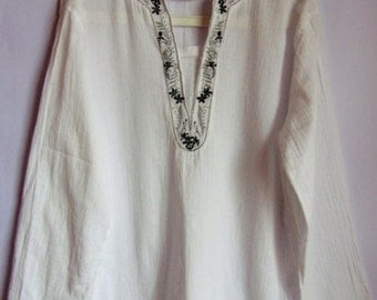 Vintage Womens Blouse/White Summer Blouse/ Boho Style/ V Neck/Long Sleeve/ Cotton Blouse/ Embroidered Blouse/ Size  M- L