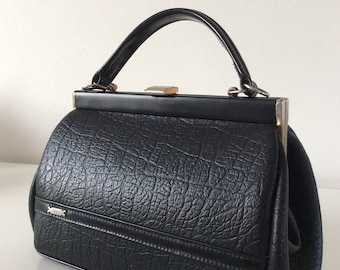 Retro handbag in black synthetic leather