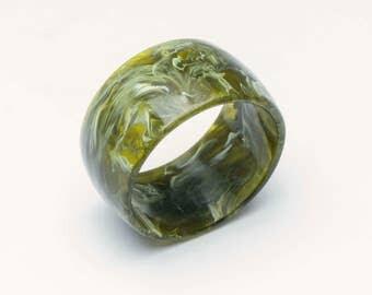 Vintage acrylic jade bangle, jade green bangle, vintage bangle, vintage green bangle, vintage jewellery, retro bangle,vintage jewelry