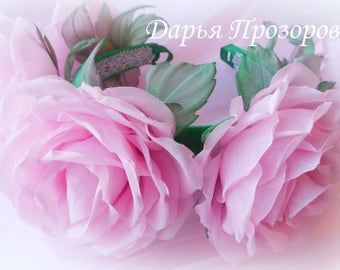 "The rim is a wreath of roses ""Spring Rhapsody.."""