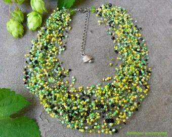 Air necklace light green.