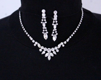 Beautiful jewelry set Rhinestones, glamour, necklace and Clip earrings * free shipping *