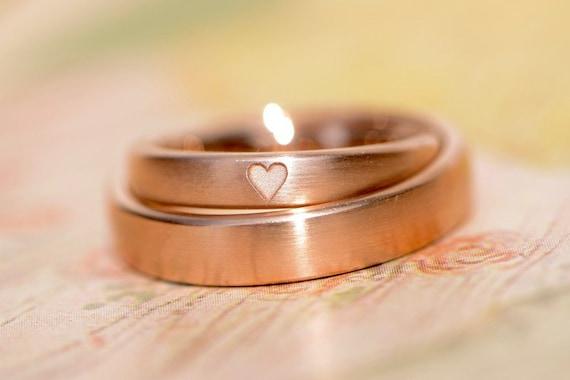 Eheringe rosegold schlicht  Eheringe Dein ist mein ganzes Herz Rotgold Herz schlicht