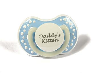 Pet play adult baby pacifier. Kitten pacifier with the words daddy's kitten. adult dummy in blue and white - nuk 3