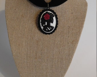 Velvet choker with red rose Skull cameo pendant