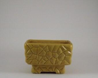McCoyPebble Stone Golden Yellow Glaze Window Box Planter