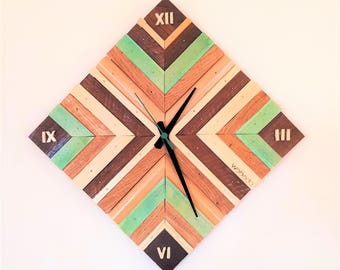 Personalized Wooden Wall Clock / Home Decor / Housewarming Gift / Reclaimed Wood / Silent Movement Clock