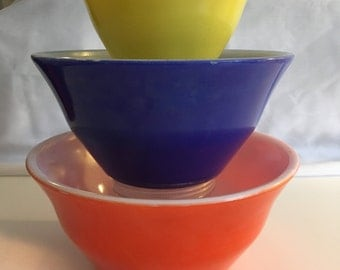 Very Rare Set of 3 McKee Primary Colors Mixing Bowls