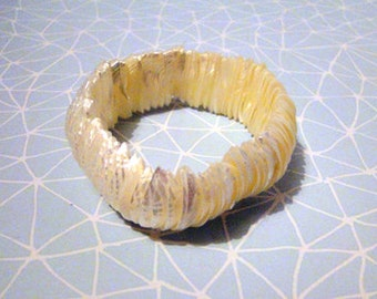 Mother of pearl shell stretch bracelet