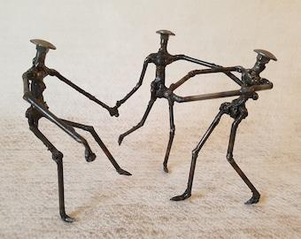 DANCERS - Scrap metal Art - Sculpture welding by the Atilleul