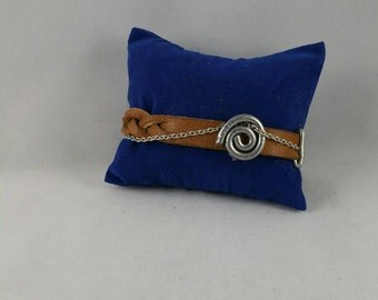 Braided leather and chain bracelet