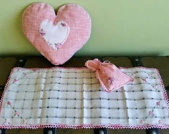 Romantic rustic style textile Roses set : Heart shape pillow + table runner + pouch. Handmade, lace & embroidery