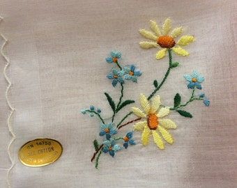 Daisy Forget Me Not Embroidered Scalloped Handkerchief - Unused Vintage Made in Switzerland