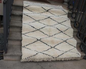 Carpet Beni Ouarain 207x131cm. Carpet Moroccain Beniouarain. Berber rug Beni Ouarain.