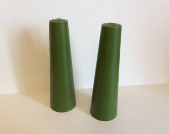 Salt and pepper shakers vintage 70's cone shaped with green color.