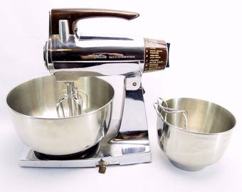 Vintage Chrome SUNBEAM Deluxe Mixmaster Mixer w/ 2 Bowls and 4 Beaters 1960s