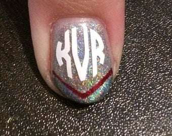 10 Circle Monogram nail decals available in 20 colours. Weddings, baby showers, birthdays. Nail decals, nail vinyls, nail sticker, holo