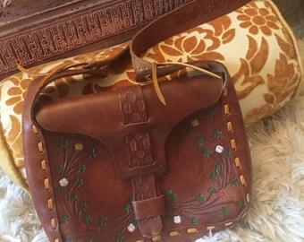 Vintage tooled leather purse//1960s fashion//Bohochic//Hippychic//Retro purse//Vintage fashion