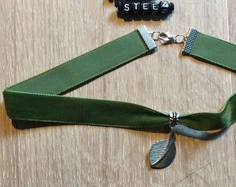 Green velvet leaf charm choker