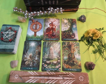 A Court of Thorns and Roses Tarot Reading