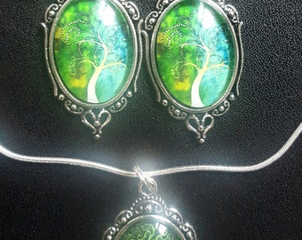 Set green cabochons