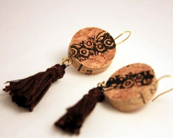 Earrings, boho chic, handmade with Cork, golden thread, triangle, floral pattern stamped and cotton tassels