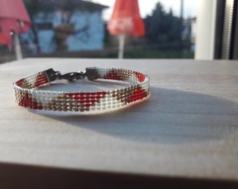 Triangle red tricolor (beadwork bracelets)