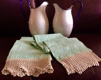 Couple of bath towels with crochet lace insert