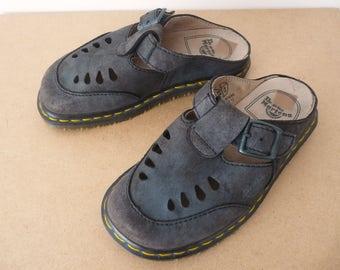 Vintage Dr Martens mules, nubuck slippers, 90's navy summer shoes, blue vintage Dr Martens, blue nubuck mules, blue nubuck slippers