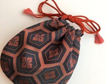 Small pouch in vintage kimono fabric (104)