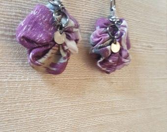Dangling flower earring