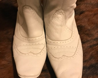 One step Vintage white leather boots