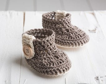 crochet baby shoes, crochet baby boots,knitted baby booties , 0-3 m